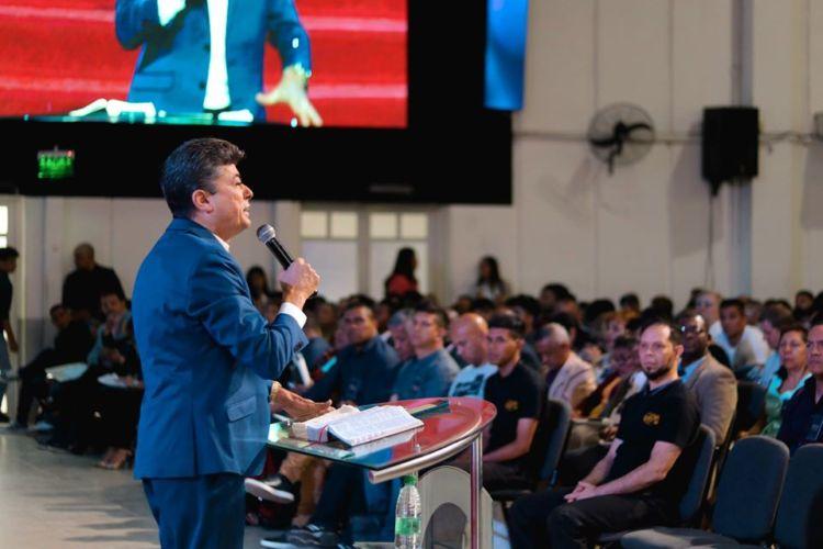 """Apóstol Mario Alvarez: """"Somos los encargados de cumplir en la tierra los sueños que Dios tiene en los cielos"""""""