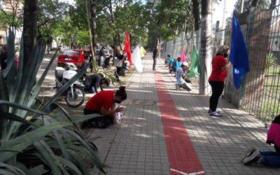 Miembros de ICI: Se reúnen afuera del Hospital Perrando para orar por pacientes con Covid-19